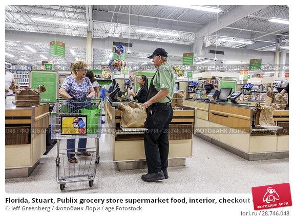 Купить «Florida, Stuart, Publix grocery store supermarket food, interior, checkout check out line queue cashier, worker, senior, man, woman, bagger, courtesy clerk, shopping cart,», фото № 28746048, снято 27 сентября 2017 г. (c) age Fotostock / Фотобанк Лори