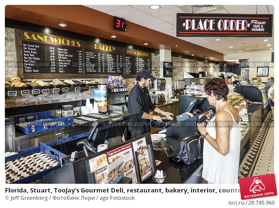 Купить «Florida, Stuart, TooJay's Gourmet Deli, restaurant, bakery, interior, counter, sandwich maker, woman, man, place placing order,», фото № 28745960, снято 27 сентября 2017 г. (c) age Fotostock / Фотобанк Лори