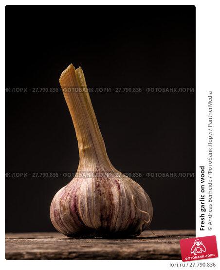Купить «Fresh garlic on wood», фото № 27790836, снято 19 февраля 2018 г. (c) PantherMedia / Фотобанк Лори