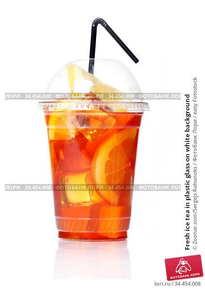Fresh ice tea in plastic glass on white background. Стоковое фото, фотограф Zoonar.com/Sergejs Rahunoks / easy Fotostock / Фотобанк Лори