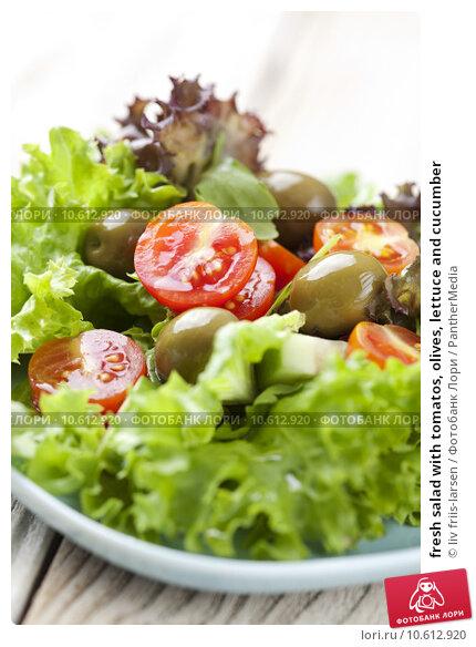 fresh salad with tomatos, olives, lettuce and cucumber. Стоковое фото, фотограф liv friis-larsen / PantherMedia / Фотобанк Лори