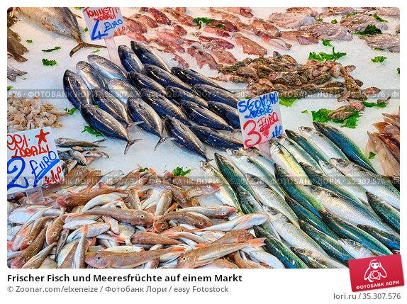 Frischer Fisch und Meeresfrüchte auf einem Markt. Стоковое фото, фотограф Zoonar.com/elxeneize / easy Fotostock / Фотобанк Лори