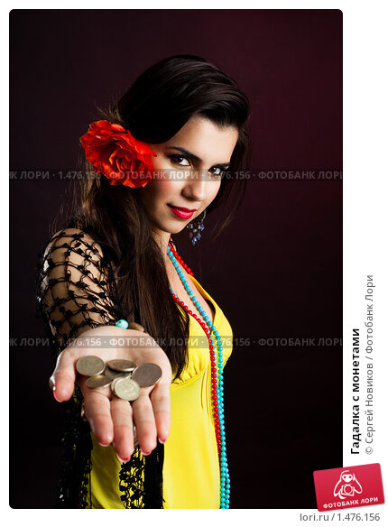 Купить «Гадалка с монетами», фото № 1476156, снято 30 января 2010 г. (c) Сергей Новиков / Фотобанк Лори