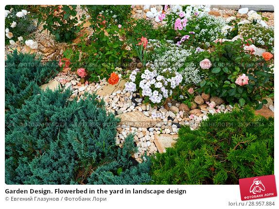 Купить «Garden Design. Flowerbed in the yard in landscape design», фото № 28957884, снято 30 июля 2018 г. (c) Евгений Глазунов / Фотобанк Лори