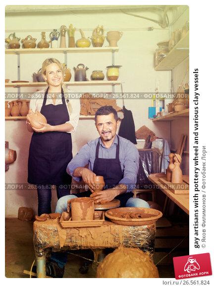 Купить «gay artisans with pottery wheel and various clay vessels», фото № 26561824, снято 26 марта 2019 г. (c) Яков Филимонов / Фотобанк Лори