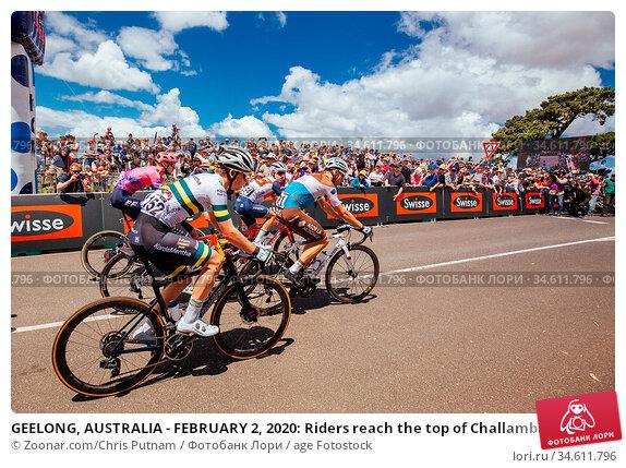 GEELONG, AUSTRALIA - FEBRUARY 2, 2020: Riders reach the top of Challambra... Стоковое фото, фотограф Zoonar.com/Chris Putnam / age Fotostock / Фотобанк Лори