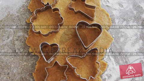 Купить «Gingerbread dough with flour and cookie cutter 4k», видеоролик № 29706940, снято 5 мая 2017 г. (c) Wavebreak Media / Фотобанк Лори