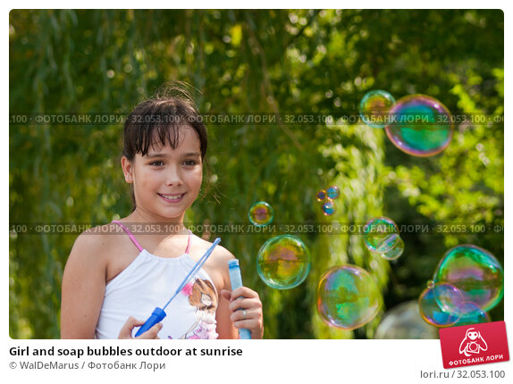 Girl and soap bubbles outdoor at sunrise. Стоковое фото, фотограф WalDeMarus / Фотобанк Лори