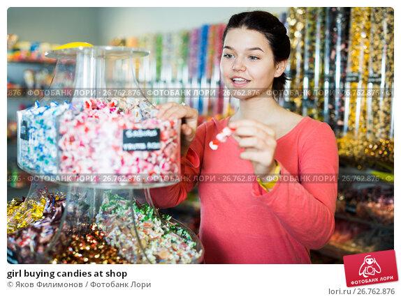 girl buying candies at shop, фото № 26762876, снято 22 марта 2017 г. (c) Яков Филимонов / Фотобанк Лори