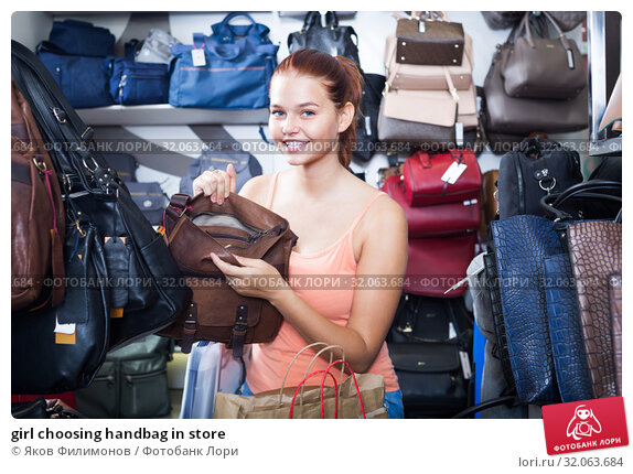 girl choosing handbag in store. Стоковое фото, фотограф Яков Филимонов / Фотобанк Лори