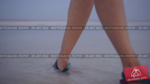 Купить «girl in green sandals splash through the puddles of salt lake at sunset time», видеоролик № 29407092, снято 3 ноября 2018 г. (c) Ирина Мойсеева / Фотобанк Лори
