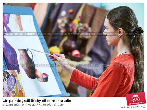 Купить «Girl painting still life by oil paint in studio», фото № 25829704, снято 21 марта 2017 г. (c) Дмитрий Калиновский / Фотобанк Лори