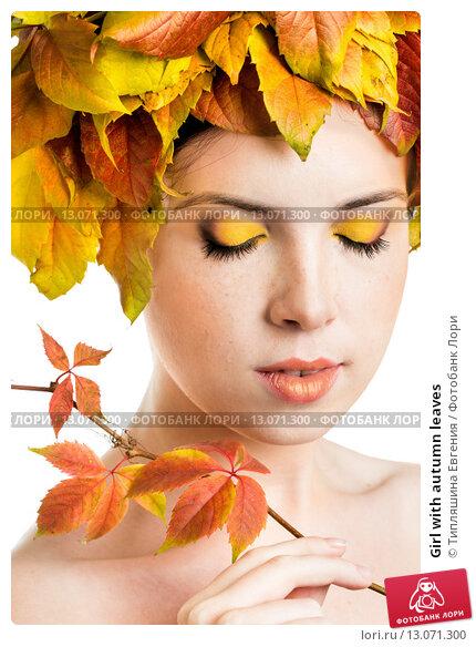 Купить «Girl with autumn leaves», фото № 13071300, снято 3 ноября 2015 г. (c) Типляшина Евгения / Фотобанк Лори
