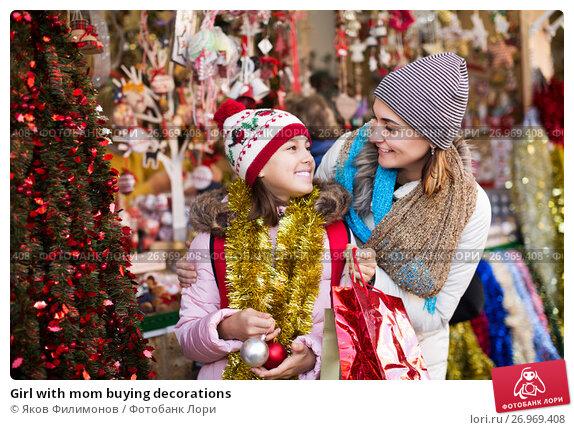 Купить «Girl with mom buying decorations», фото № 26969408, снято 14 декабря 2017 г. (c) Яков Филимонов / Фотобанк Лори