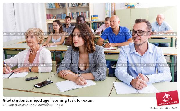 Glad students mixed age listening task for exam. Стоковое фото, фотограф Яков Филимонов / Фотобанк Лори