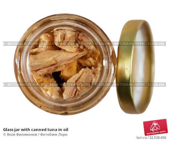 Купить «Glass jar with canned tuna in oil», фото № 32538656, снято 21 января 2020 г. (c) Яков Филимонов / Фотобанк Лори