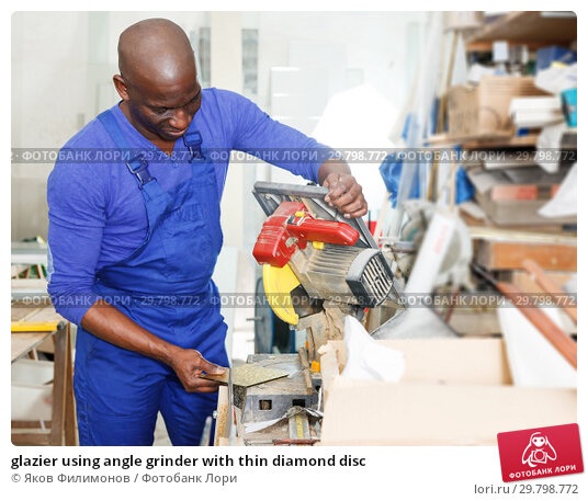 Купить «glazier using angle grinder with thin diamond disc», фото № 29798772, снято 16 мая 2018 г. (c) Яков Филимонов / Фотобанк Лори
