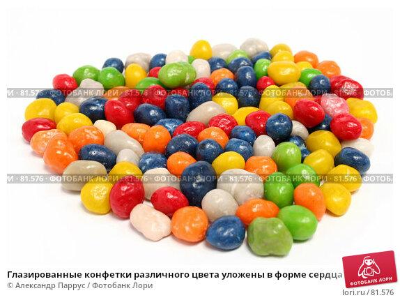Глазированные конфетки различного цвета уложены в форме сердца, фото № 81576, снято 2 января 2007 г. (c) Александр Паррус / Фотобанк Лори