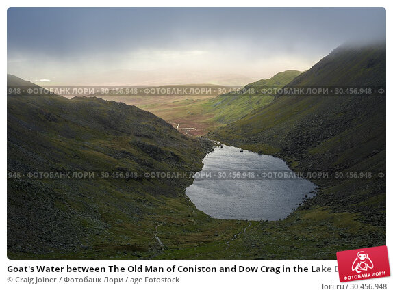 Goat's Water between The Old Man of Coniston and Dow Crag in the Lake District National Park, Cumbria, England. Стоковое фото, фотограф Craig Joiner / age Fotostock / Фотобанк Лори