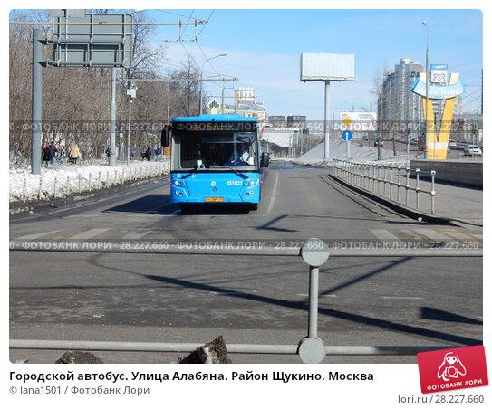 Купить «Городской автобус. Улица Алабяна. Район Щукино. Москва», эксклюзивное фото № 28227660, снято 25 марта 2018 г. (c) lana1501 / Фотобанк Лори