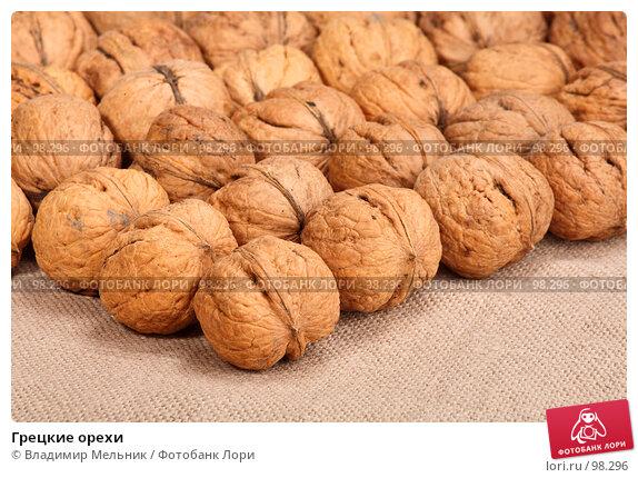 Купить «Грецкие орехи», фото № 98296, снято 11 октября 2007 г. (c) Владимир Мельник / Фотобанк Лори