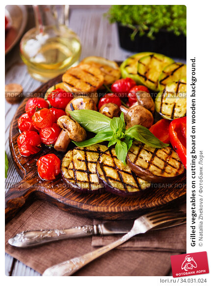 Grilled vegetables on cutting board on wooden background. Стоковое фото, фотограф Nataliia Zhekova / Фотобанк Лори