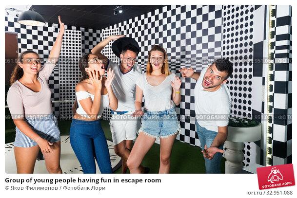 Group of young people having fun in escape room. Стоковое фото, фотограф Яков Филимонов / Фотобанк Лори