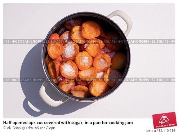 Купить «Half opened apricot covered with sugar, in a pan for cooking jam», фото № 32110116, снято 3 июля 2019 г. (c) ok_fotoday / Фотобанк Лори