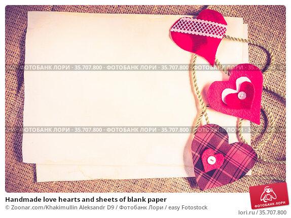 Handmade love hearts and sheets of blank paper. Стоковое фото, фотограф Zoonar.com/Khakimullin Aleksandr D9 / easy Fotostock / Фотобанк Лори