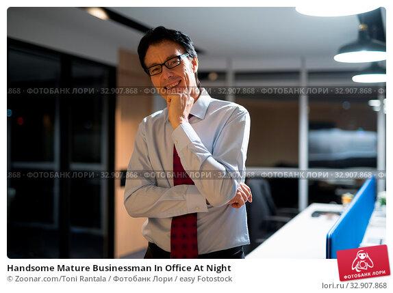 Handsome Mature Businessman In Office At Night. Стоковое фото, фотограф Zoonar.com/Toni Rantala / easy Fotostock / Фотобанк Лори