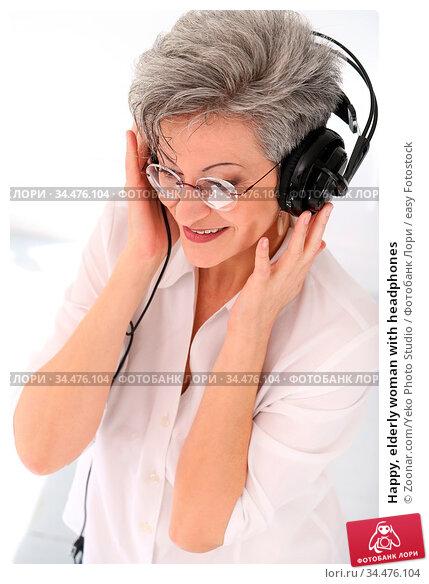 Happy, elderly woman with headphones. Стоковое фото, фотограф Zoonar.com/Yeko Photo Studio / easy Fotostock / Фотобанк Лори