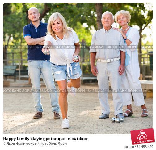 Happy family playing petanque in outdoor. Стоковое фото, фотограф Яков Филимонов / Фотобанк Лори