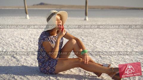Купить «happy smiling girl enjoying the sunset, eating watermelon, sit on salt, pillars», видеоролик № 29407068, снято 10 ноября 2018 г. (c) Ирина Мойсеева / Фотобанк Лори