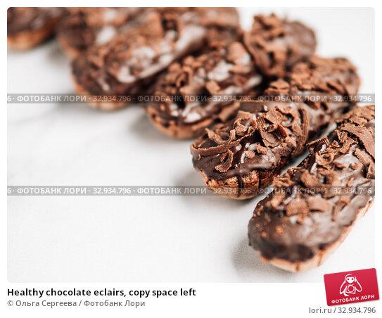 Купить «Healthy chocolate eclairs, copy space left», фото № 32934796, снято 19 августа 2019 г. (c) Ольга Сергеева / Фотобанк Лори