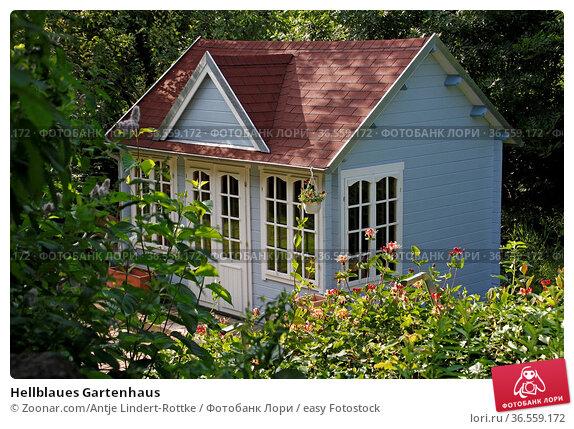 Hellblaues Gartenhaus. Стоковое фото, фотограф Zoonar.com/Antje Lindert-Rottke / easy Fotostock / Фотобанк Лори
