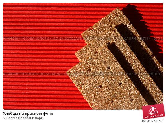 Хлебцы на красном фоне, фото № 44748, снято 1 июня 2005 г. (c) Harry / Фотобанк Лори
