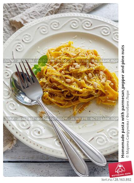 Купить «Homemade pasta with parmesan,pepper and pine nuts», фото № 28163892, снято 11 марта 2018 г. (c) Марина Сапрунова / Фотобанк Лори