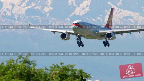 Купить «Hong Kong Airlines Cargo Airbus A330 approaching», видеоролик № 30803248, снято 5 мая 2019 г. (c) Игорь Жоров / Фотобанк Лори
