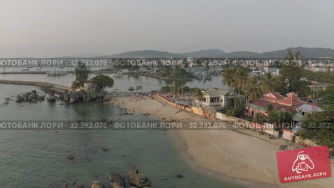 Купить «Hotels and Luxury resorts on Phu Quoc Island in Vietnam 4K Drone shot», видеоролик № 32392076, снято 5 ноября 2019 г. (c) Aleksejs Bergmanis / Фотобанк Лори