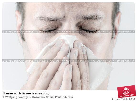 Купить «Ill man with tissue is sneezing», фото № 10445616, снято 20 февраля 2019 г. (c) PantherMedia / Фотобанк Лори