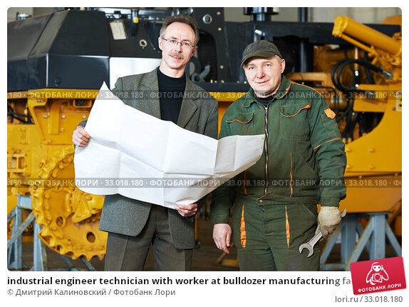 Купить «industrial engineer technician with worker at bulldozer manufacturing factory», фото № 33018180, снято 28 марта 2014 г. (c) Дмитрий Калиновский / Фотобанк Лори