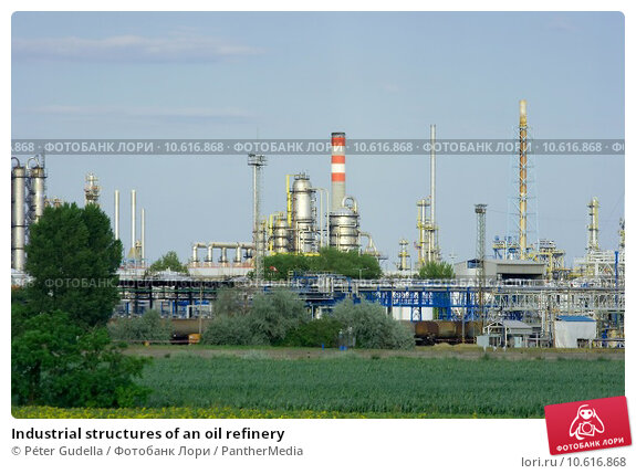 Industrial structures of an oil refinery. Стоковое фото, фотограф Péter Gudella / PantherMedia / Фотобанк Лори
