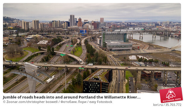 Jumble of roads heads into and around Portland the Willamette River... Стоковое фото, фотограф Zoonar.com/christopher boswell / easy Fotostock / Фотобанк Лори