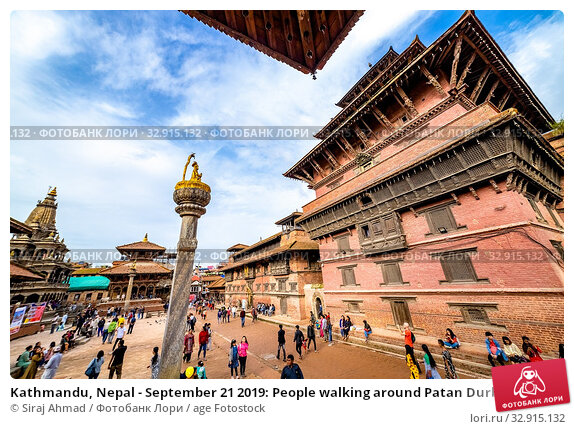 Kathmandu, Nepal - September 21 2019: People walking around Patan Durbar Square, a UNESCO Heritage site in Nepal. Temples reconstruction after Earthquake. Стоковое фото, фотограф Siraj Ahmad / age Fotostock / Фотобанк Лори