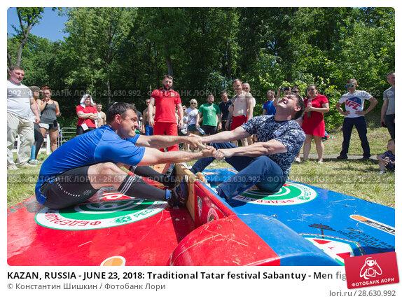 Купить «KAZAN, RUSSIA - JUNE 23, 2018: Traditional Tatar festival Sabantuy - Men fighting in national wrestling at summer day outdoors», фото № 28630992, снято 23 июня 2018 г. (c) Константин Шишкин / Фотобанк Лори