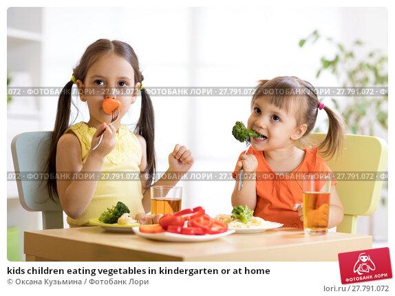 Купить «kids children eating vegetables in kindergarten or at home», фото № 27791072, снято 20 февраля 2018 г. (c) Оксана Кузьмина / Фотобанк Лори