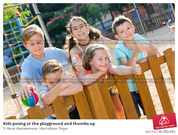 Kids posing at the playground and thumbs up. Стоковое фото, фотограф Яков Филимонов / Фотобанк Лори