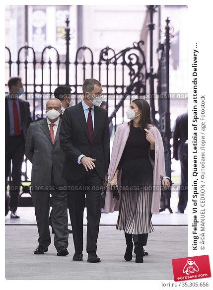 King Felipe VI of Spain, Queen Letizia of Spain attends Delivery ... Редакционное фото, фотограф ©MANUEL CEDRON / age Fotostock / Фотобанк Лори