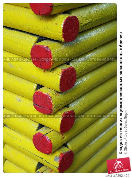 Кладка из тонких оцилиндрованных окрашенных бревен, фото № 292424, снято 20 мая 2008 г. (c) ZitsArt / Фотобанк Лори