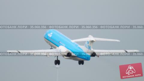 KLM Cityhopper Fokker 70 taking off (2017 год). Редакционное видео, видеограф Игорь Жоров / Фотобанк Лори